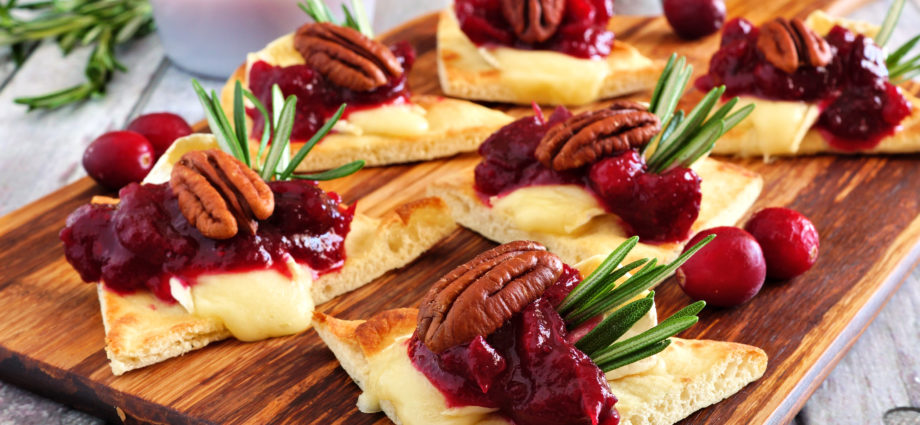Flatbread Appetizer With Brie Cheese & Cranberries